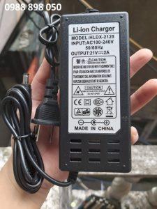 Cục sạc máy khoan pin 21v 2a dùng cho pin Li-ion 18v , 5s có tự ngắt đèn báo đầy