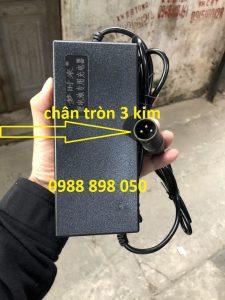 Sạc 42v 2a cho Xe Điện Dùng Pin Lithium 36v 2a Chân Tròn 3 Kim Loại Tốt Có Quạt Tản Nhiệt Và Tự Ngắt Khi Đầy