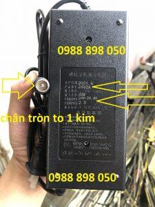 sạc xe đạp điện 24v – 29.4v 2 chân tròn 1 kim loại tốt có quạt và đèn báo